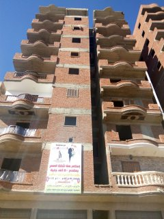 شقة للبيع في العجمي بارقي الشوارع وببرج مرخص