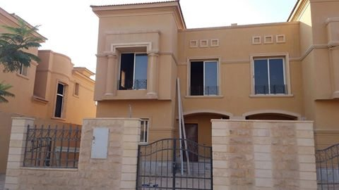 صور Villa For Sale At Royal Meadows Compound 1