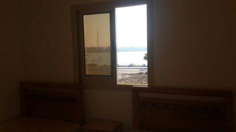 شقة علي البحر في مطروح للبيع