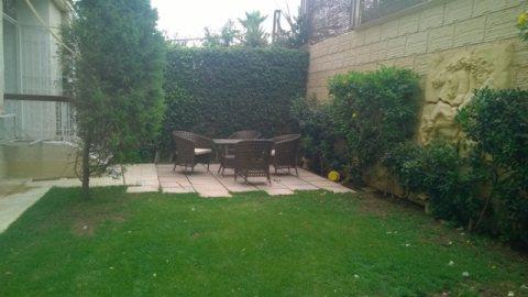 شقة دور ارضي بحديقة للايجار مفروشة بكمبوند بيفرلي هليز الشيخ زايد