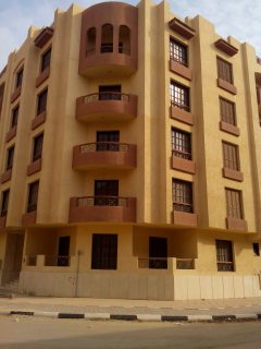 عماره للبيع بشارع الخزان الرئيسي بجوار منطقه الفيلات بمنطقه مميزه