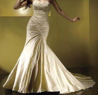 فستان زفاف وارد فرنسا لم يستعمل نهائى من المستورد وبالسعر القديم للدولار