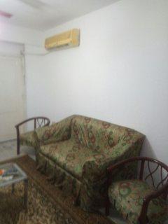 شقة مفروشة للايجار بشارع رئيسي بأول مكرم عبيد