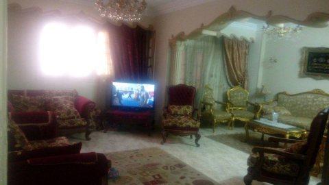شقة مميزة بجوار السلاب من شارع سامية الجمل مساحة 165م