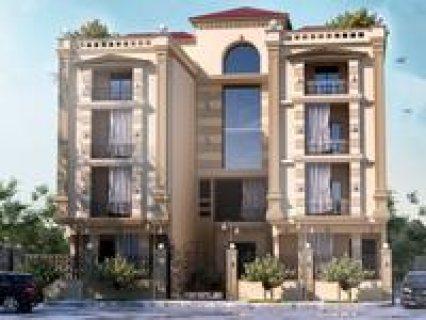 للمهتمين بالسكن داخل كمبوند بمدينة الشروق شقة ارضي بحديقة للبيع