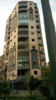 شقة مميزة للبيع ببرج ناصية حديث بشارع عبد السلام عارف الرئيسي 135 م