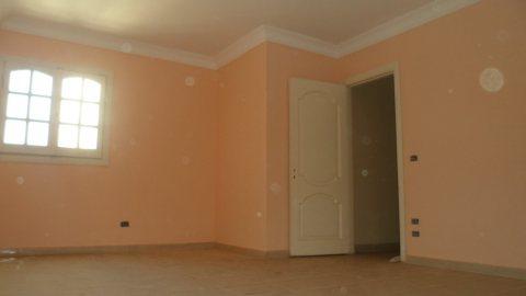 شقة مميزة للبيع بالشارع الخلفى لسوق الجملة 175 م
