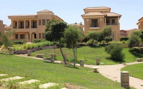 شقة دور أرضي 160متر للبيع في كمبوند هايد بارك :