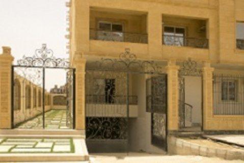 شقة للبيع بالتجمع الخامس باقل مقدم