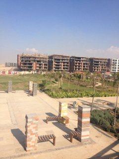 للبيع شقة 142م ارضي بحديقة مستقلة 74م بكمبوند تاج سلطان