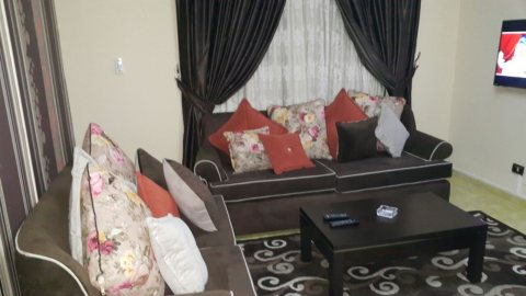 شقة مفروشة للايجار بشارع حافظ رمضان بموقع مميز وراقي جدا