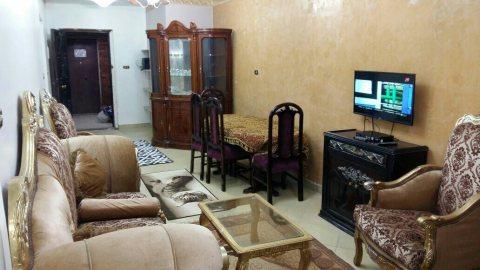 شقة مفروشة للايجار 2نوم بموقع حيوي من طريق النصر