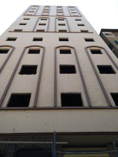 وحدات إدارية مميزة للبيع بشارع ميت حدر الرئيسي مطلة على النيل 70 م / 85 م