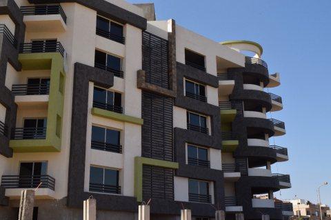 بكمبوند كامل الاوصاف هاتملك شقة بفيو رائع وبالقرب من الخدمات