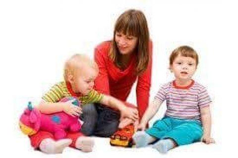 مطلوب عاملات نظافة سن صغير و مربيات وجليسات مسنين مقيمات فقط