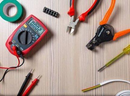 متخصص لأعمال صيانة كهرباء البيت