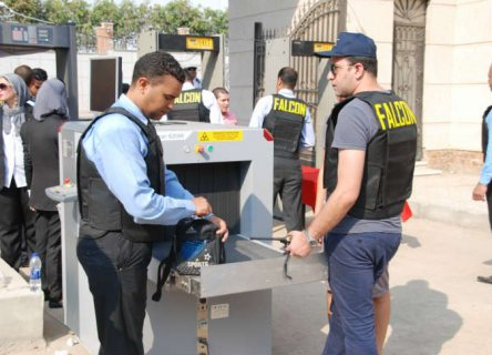 •أفراد أمن 8 ساعات بمولات القاهرة