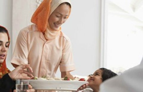 مطلوب مربية طفل اجنبية و عاملات نظافة10000ج شهريا Needed a foreign nanny