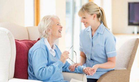 نوفر تمريض و مساعدين تمريض بالمنزل للمسنين و المرضس