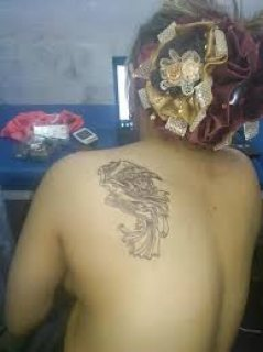 رسم تاتو للامهات على الثدى