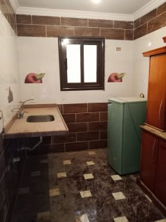 شقة سكنية او ادراية دور منخفض و2 اسانسير ومدخل فخم