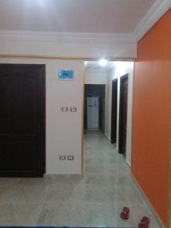 شقة  للبيع بمنطقة المندرة قبلي شارع موازي لعبد الناصر