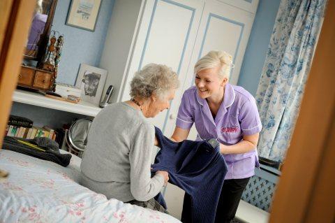 للاسر نوفر افضل جليسات للمسنين ورعايتهم والتمريض المنزلي والبيبي سيتر والمربيه