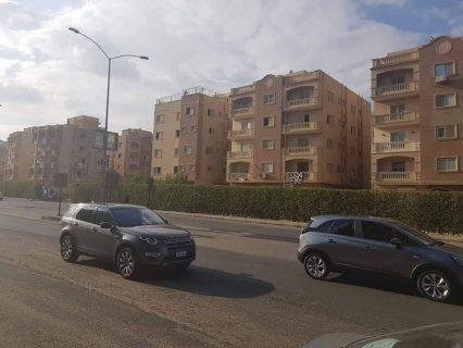 شقه للبيع بالحي الثامن ( عمارات الجهاز ) بمدينة 6 أكتوبر