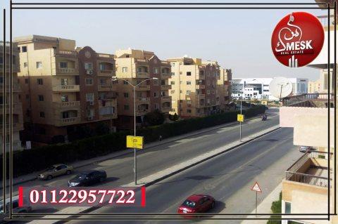 شقة بالحى الثامن على محور جمال عبد الناصر مباشرة