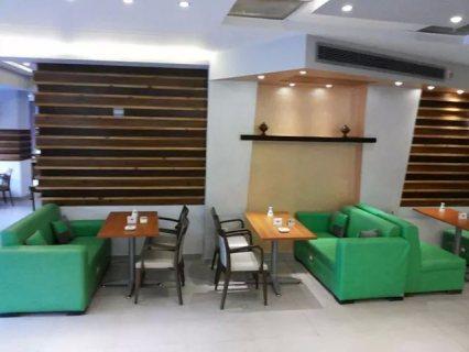 مطعم 80 م وواجهة 5 م  دورين بة رخصة تجارى بش جامعة الدول العربية