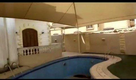 فرصه عظيمه فيلا للبيع في العبور الحي الخامس بحمام سباحه مساحة 600