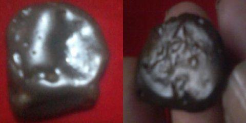 عمله ترجع لحضارة سومر  نوع معدنها غير معلوم وزنها 8 جرام