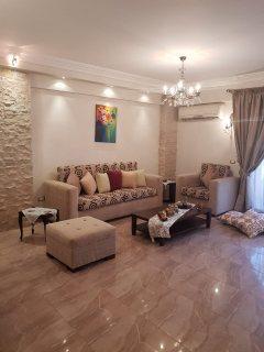 شقه للبيع 250م بسعر رائع بالقريه السياحيه الرابعه بالقرب من مول العرب .