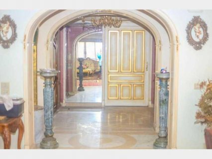 للبيع شقة كالقصر لعشاق الفخامه علي مساحة دور بالكامل 670 متر