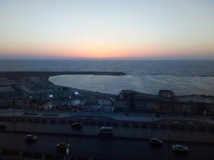 شقة للإيجار  ع البحر مباشرة بالاسكندرية