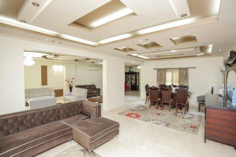 لعشاق الرقي والفخامة شقة فاخرة للبيع بأرقي أحياء الإسكندرية 340متر