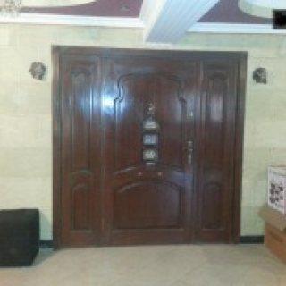 شقة مفروشة 170 م مكيفة بموقع راقى خلف مسجد مصطفى محمود