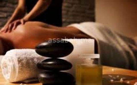 مساج الحجر الساخن لتخفيف التوتر العضلى بإستخدام صخور معينه لأفضل مساج01063330098