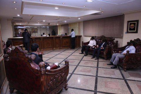 مقر تجارى إدارى فاخر مكيف الهواء للايجار بوسط القاهرة