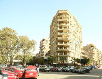 للشركات والمكاتب شقة للايجار بموقع متميز بالقرب من تيفولى مصر الجديدة