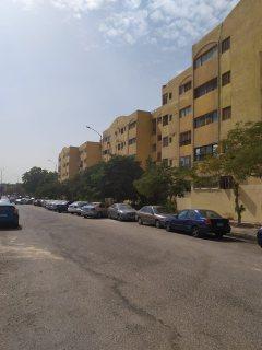شقة للبيع بالشيخ زايد الحي الأول عمارات الجهاز