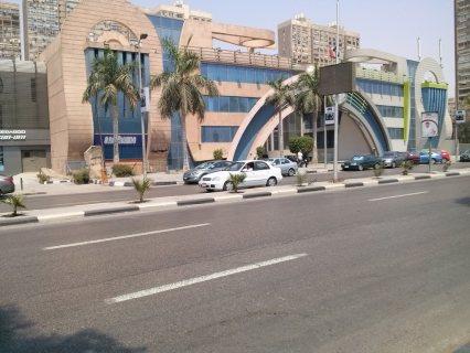 محل تجارى للايجار بموقع متميز بكورنيش النيل بالقرب من ألفا ماركت