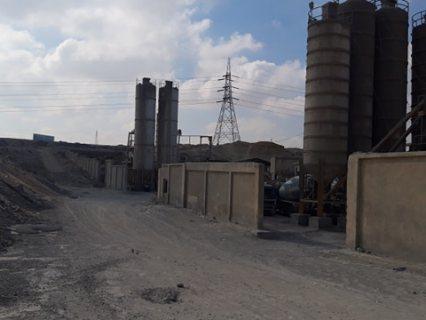 أرض صناعى للبيع بموقع متميز بالقطامية بها عدد 2 محطة خرسانة