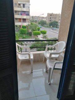 شقة للبيع بمساحة 100م بمدينة العبور (امام نادي بلازا)