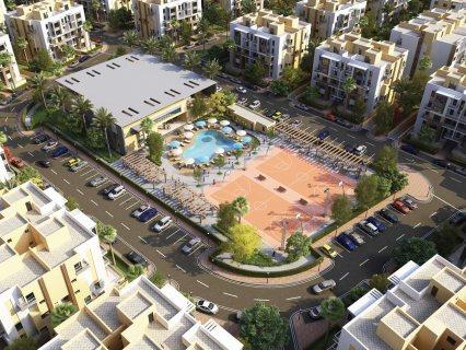 شقه مساحتها 145م+حديقه121م للبيع في التجمع الخامس بالتقسيط