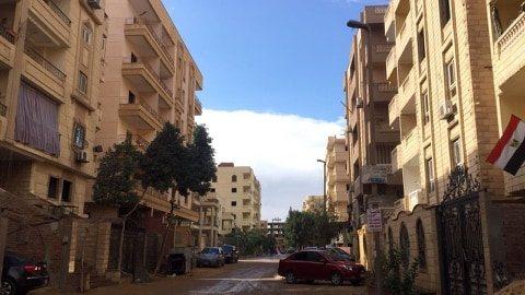 شقة للبيع بحدائق الأهرام وتطل علي فيلا بالقرب من خير زمان