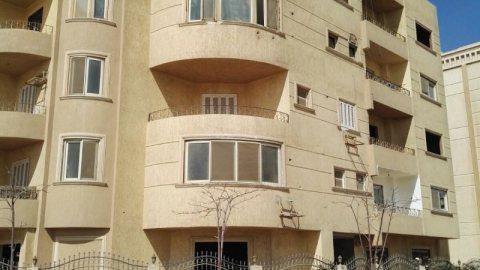 شقة 200م دور ميزان تحتاج تشطيب تصلح معمل او عيادة