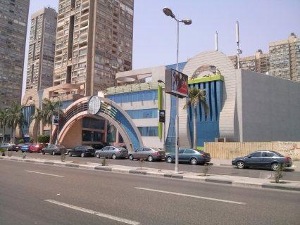 مطعم للايجار بكورنيش المعادى بموقع متميز بالقرب من البنك الاهلى