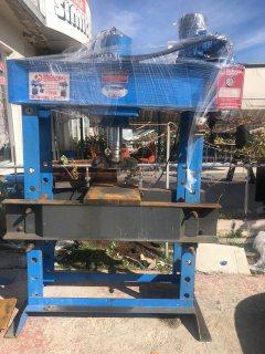 ماكينات صناعية مستعملة وقطع غيارالنقل الثقيل لكافة الدول العربية