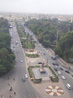 شقة فاخرة للبيع بموقع متميز على كوبرى الجامعة بفيو النيل وجامعة القاهرة